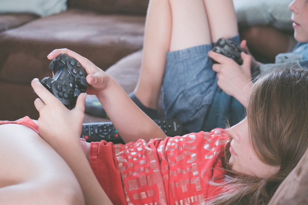 gaming-girl-kids-1103555